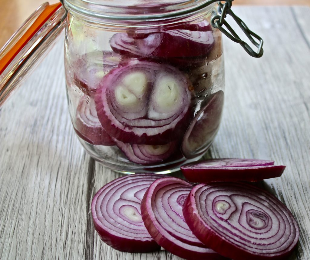 Slice red onions, pack in container